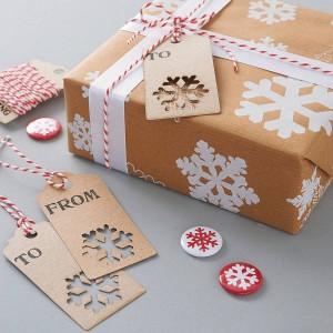 original_recycled-snowflakes-christmas-gift-wrap-set